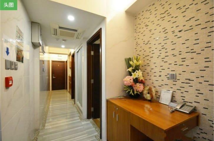 旺角三人房,獨立洗手間,免費WIFI.Private bedroom in heart of HK