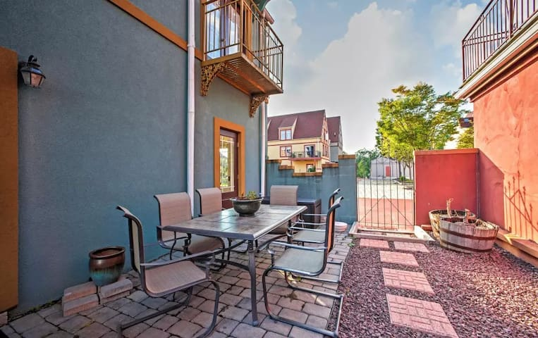 Historic 'On the Lam' 3BR Reinholds Townhome - Reinholds - Stadswoning