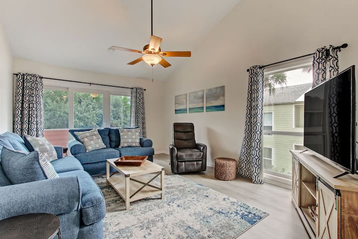 *NEW* 2Bd/2Ba, Steps From Private Beach & Pool!