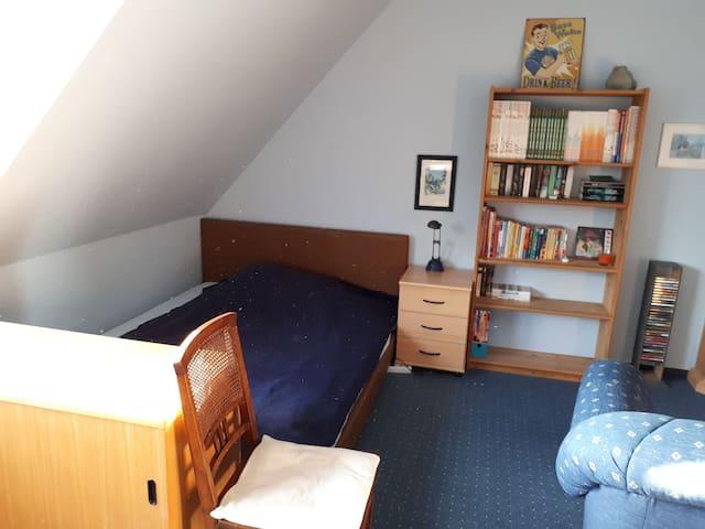 Helles großes Zimmer