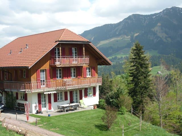 Gemütliche Wohnung mit Balkon bis 4 Personen