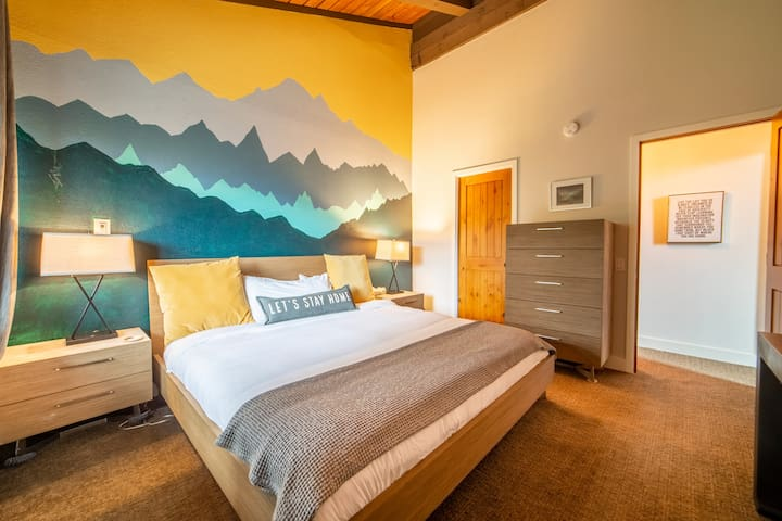 The cheery master bedroom with brand new memory foam king bed, flatscreen TV, and scenic views is the perfect place to unwind after a full day in the mountains. Plenty of dresser storage and closet space will keep you feeling fresh and neat! Ahhh!
