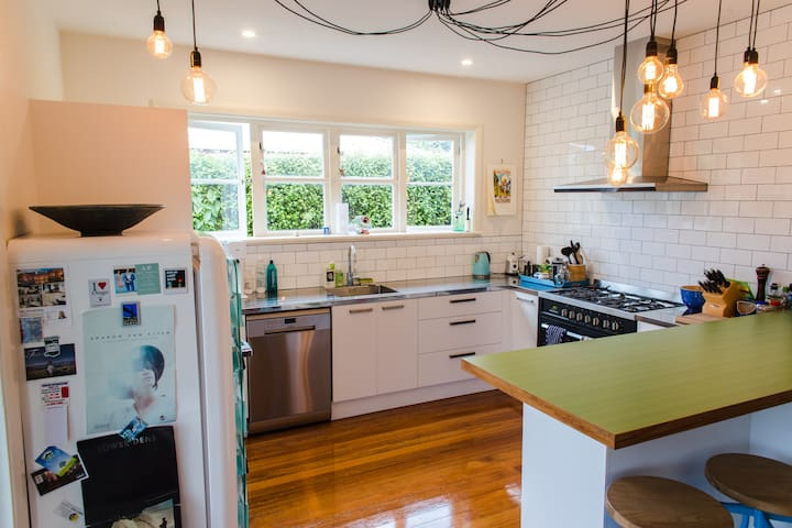 Renovated kiwi home & modern studio - Dunedin - House