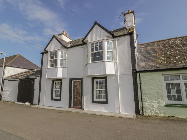 HARBOUR HOUSE, family friendly in Isle Of Whithorn, Ref 24866