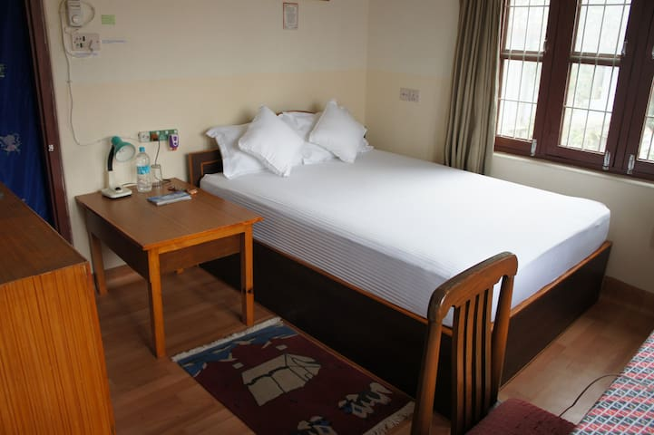 Central & Quiet Private Room with breakfast 01 - Pokhara