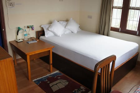 Central & Quiet Private Room with breakfast 01 - Pokhara - Appartement