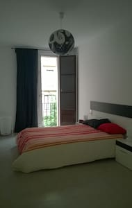 A lovely 1 bedroom apt. in Barceloneta for you to enjoy. With 2 balconies the flat has a lot of natural light. You can make use of either balconies, tv, and the washing machine. There is also a bathroom, and full equipped kitchen.