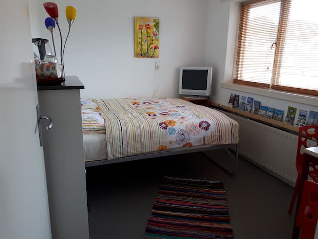 Hoorn! and close to Amsterdam ! Private bathroom.