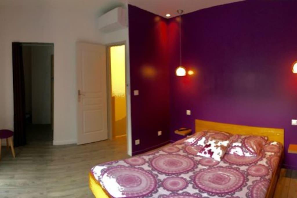 La 1ere chambre à l'étage avec un lit 160 x 200