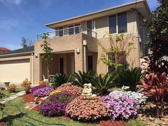 Friendly house in Glen Waverley, 5 star stay! - グレンウェイバリー - 一軒家