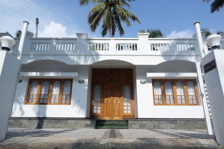 Spectacular Beachfront Luxury Villa - Ernakulam