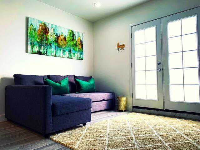 Beautiful & comfy downtown designer suite