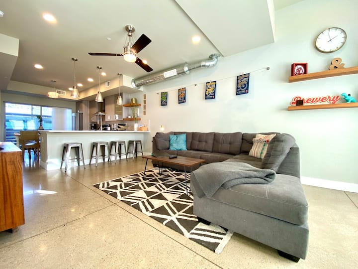 Classy Townhome near Old Town, Breweries, & River!