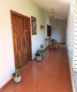 """Habitacion """"Girasol""""🌻 en Casa los Arcos"""