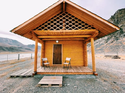 Private Cottage w/ Queen Bed+Yurt+ Riverside View