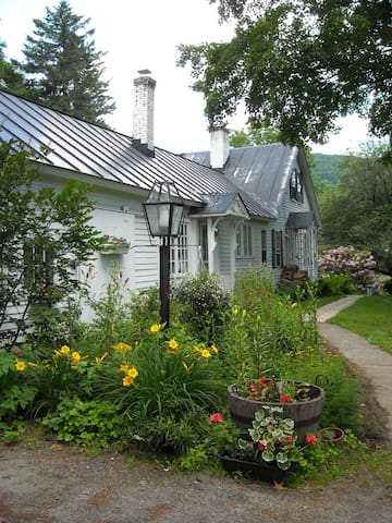 Classic Vermont Country Farmhouse - Newfane - Huis