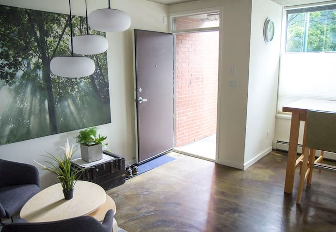 Private entryway for direct street access