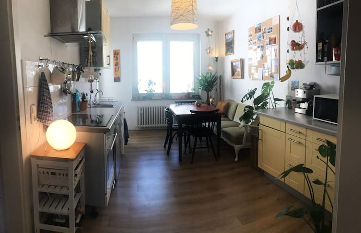Vintage and Cozy living in the center (BVB, Messe)