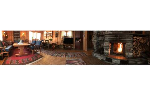 Spacious cabin nearby lake and cross-country trail