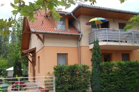 Vízközeli apartman Balatonboglár Jókai sétány E1