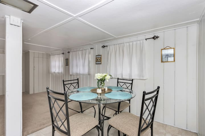 Ocean View Escape - Two Level Suite *Beachfront* (Monthly Rentals Available)