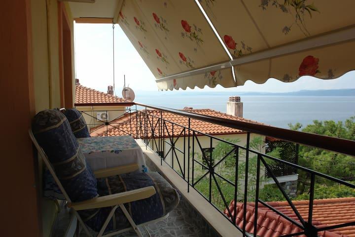 Three floor house 50m from sea
