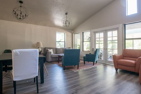 Cozy Room in Wine Country - Walk to Downtown - Casa