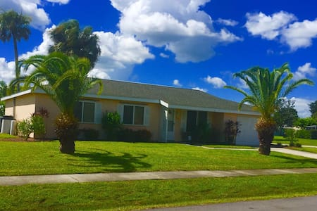 Entire home-furnished & pool access - North Port