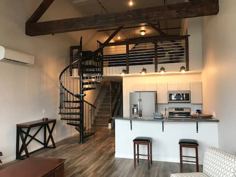 Hellenthal Lofts 302 - New Downtown Apartment