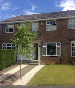 Double/twin beds in great location - Horsforth - Casa