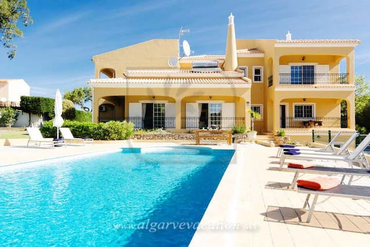 VILLA CLOSE TO QTA DO LAGO/VALE DO LOBO !! - Almancil - Huis