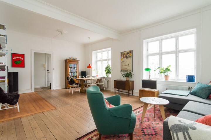 Spacious 2BR w. Balcony in Nørrebro - København - Apartment