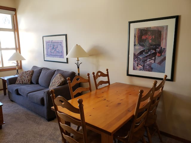 Cozy, ski in/out, condo in the heart of Sun Peaks