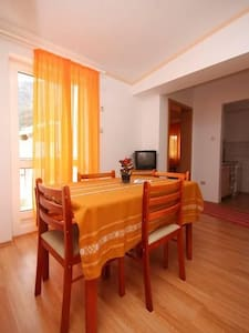 Two bedroom apartment with balcony and sea view Gradac, Makarska (A-6820-b) - Gradac - アパート