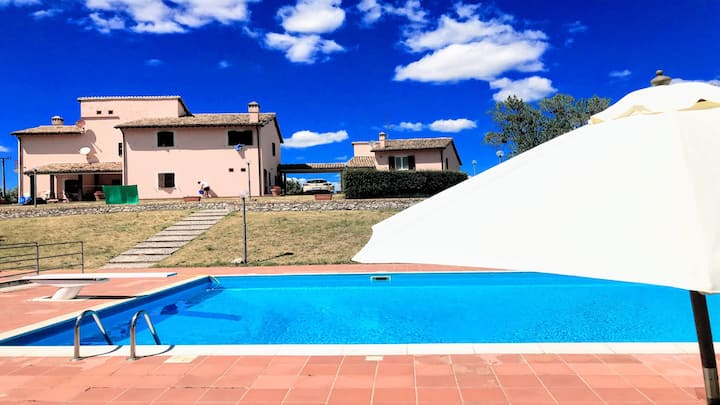 VALLOCCHIA VILLA/SLEEPS 18/HUGE EXCLUSIVE POOL