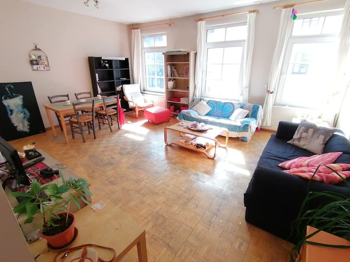Duplex! ★ One bedroom in the ❤ of the EU district!