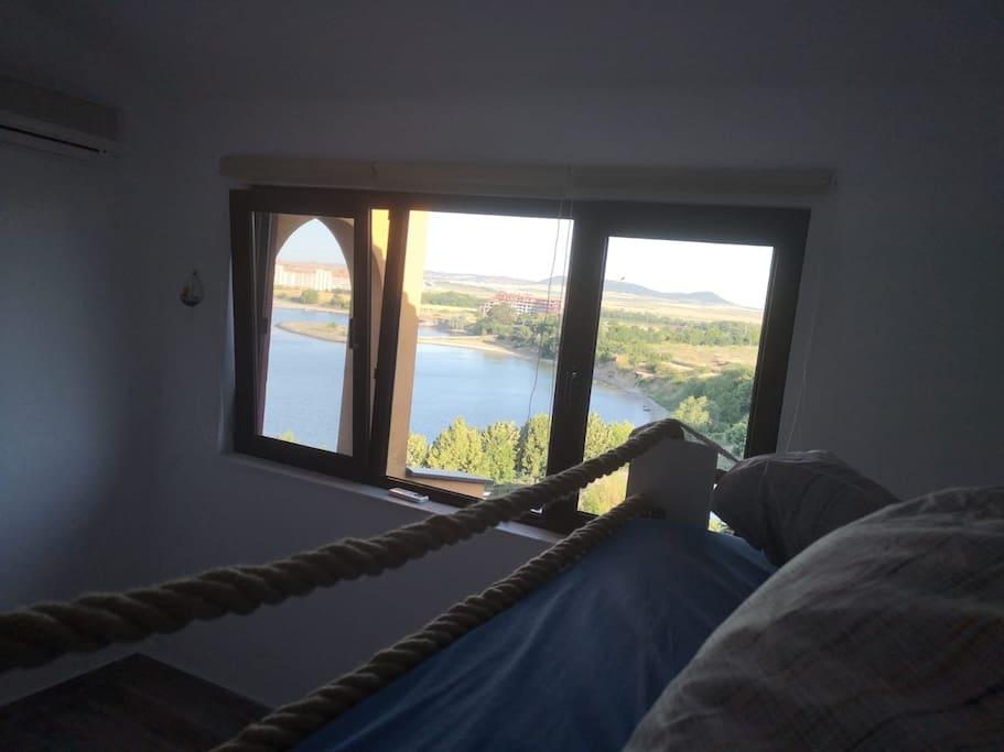 Blick vom Schlafzimmer Doppelbett