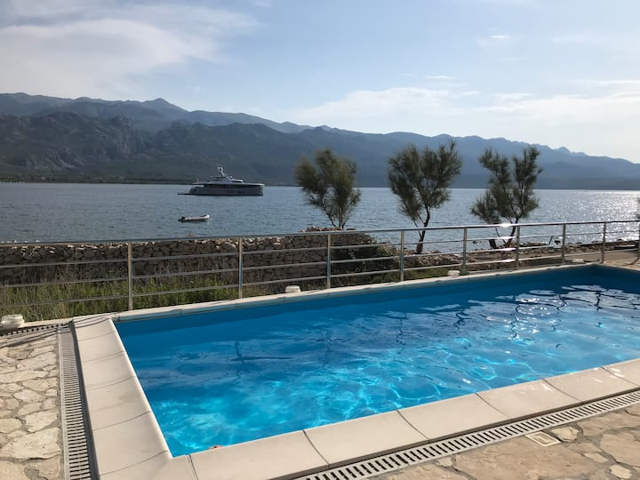 Lux 2 Bedrooms with Pool on Beach