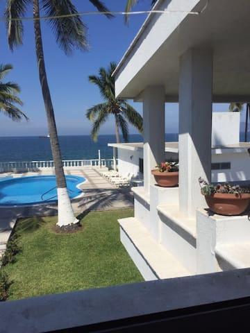 Amazing Beachfront Condo - Manzanillo - Appartement