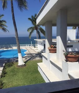 Amazing Beachfront Condo - Manzanillo