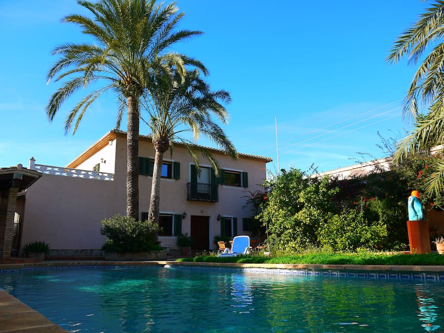 Main house, guest house and pool