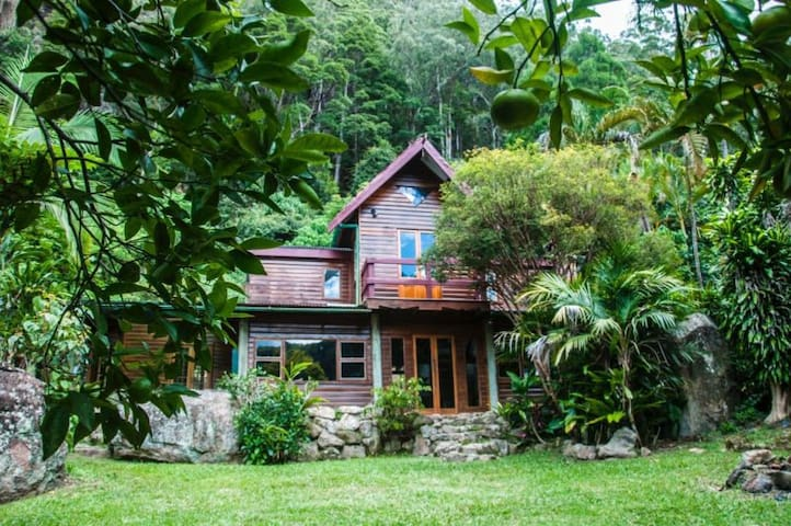 Offering 1 bedroom in funky rainforest house - Wilsons Creek - Casa