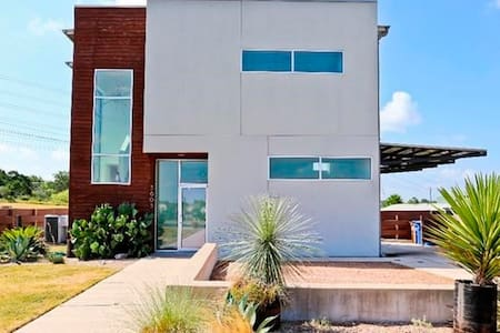 Modern Room in Awesome East Austin