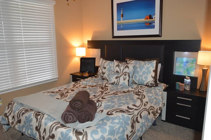 Luxurious, Memory Foam, TV, fireplace, Private!