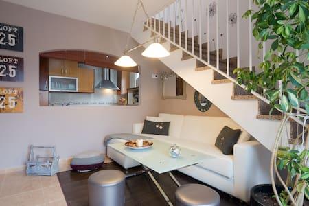 Atico con cochera, preciosa terraza - Monachil - Lägenhet