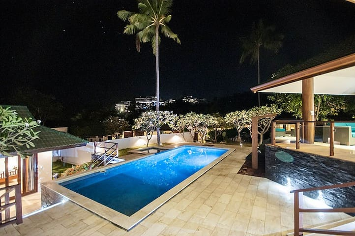 5 Bedroom Sea View Villa 20 metres from the beach