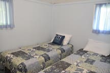 Spare Room 2 Single Beds