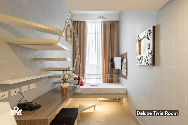Deluxe Twin Room at Selah Pods Pasay