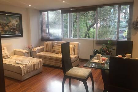 Beautiful, cozy room, exellent location