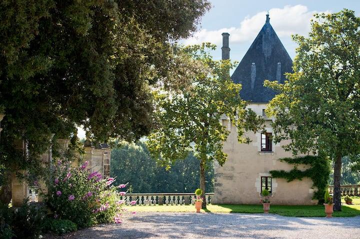 La Tour, Chateau de Charras